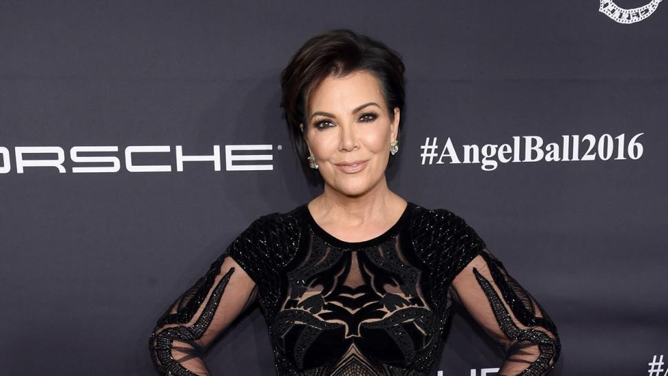 Kris Jenner Explains That Cryptic Christmas Photo With 9 Sets of ...