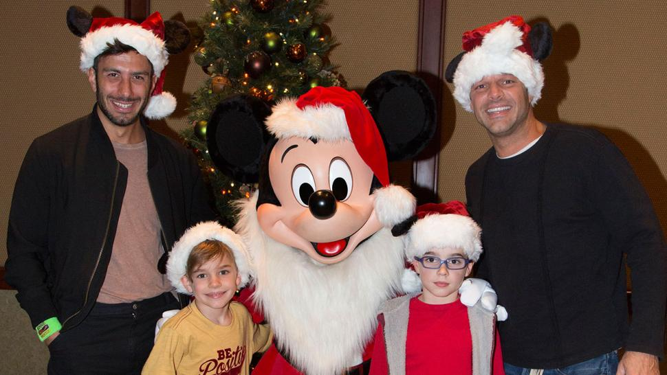 Ho ho ho ricky martins twins meet santa er mickey mouse at ricky martins twins meet santa er mickey mouse at disneyland m4hsunfo