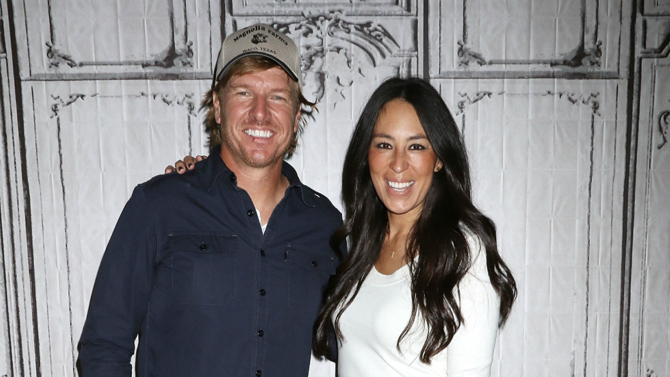 39 fixer upper 39 star joanna gaines shuts down rumors she 39 s leaving her hit show entertainment. Black Bedroom Furniture Sets. Home Design Ideas
