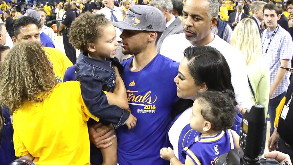 steph and ayesha curry take their family to hawaii after