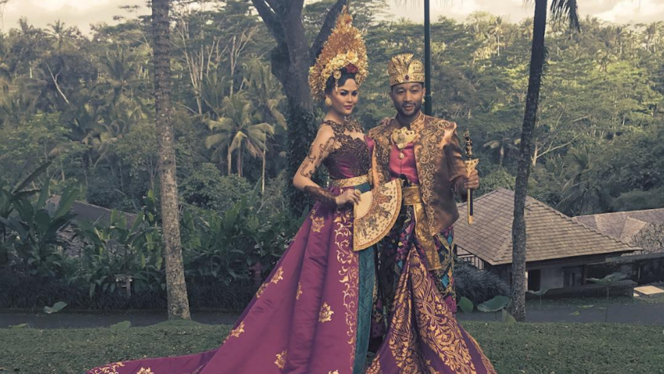 Chrissy Teigen Stuns In Traditional Bali Clothing In Indonesia With