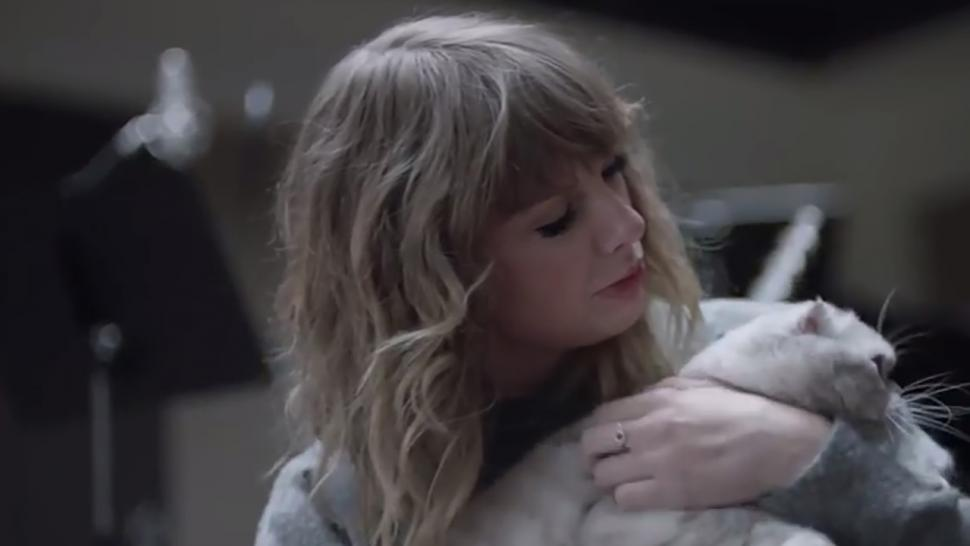 Taylor Swift in new commercial