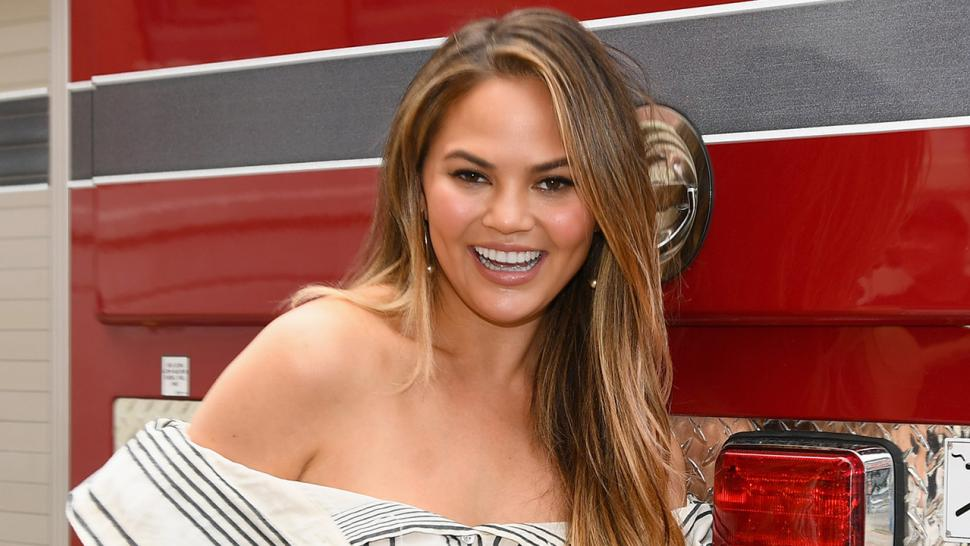 Chrissy Teigen makes banana bread