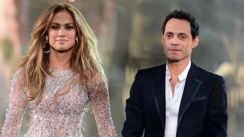 jennifer lopez marc anthony holding hands