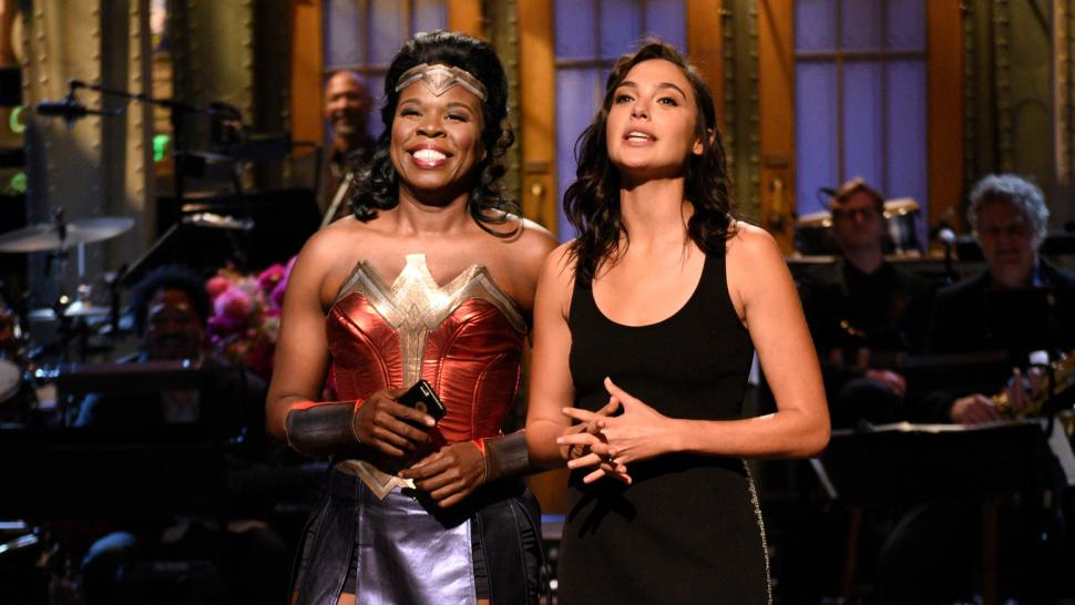 gal gadot leslie jones wonder woman snl