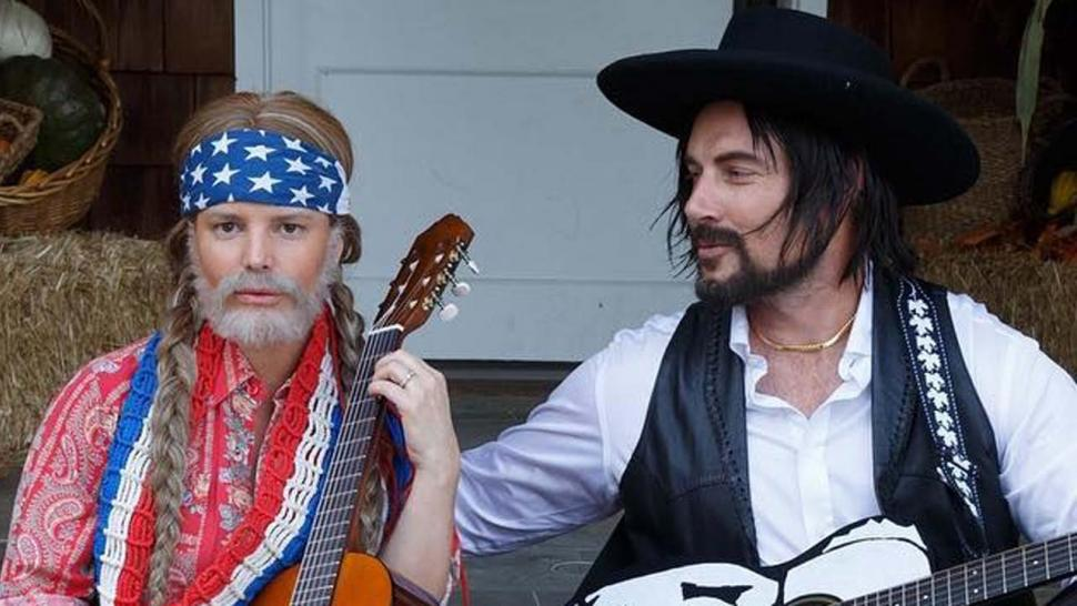 Jessica Simpson and Eric Johnson as Willie Nelson and Waylon Jennings on Halloween 2017
