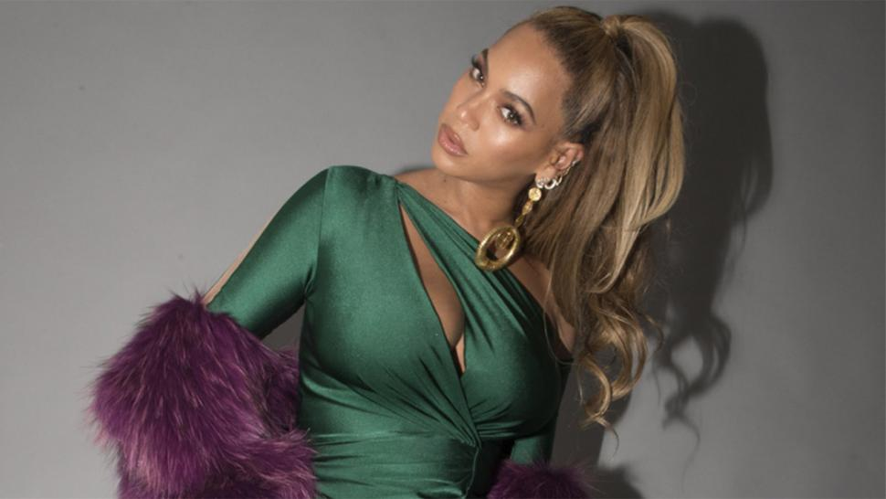 Beyonce in fur stole