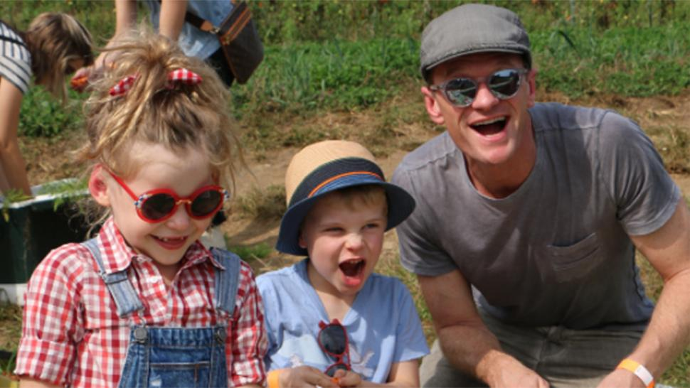 Neil Patrick Harris' Twins Harper and Gideon Pose With ...