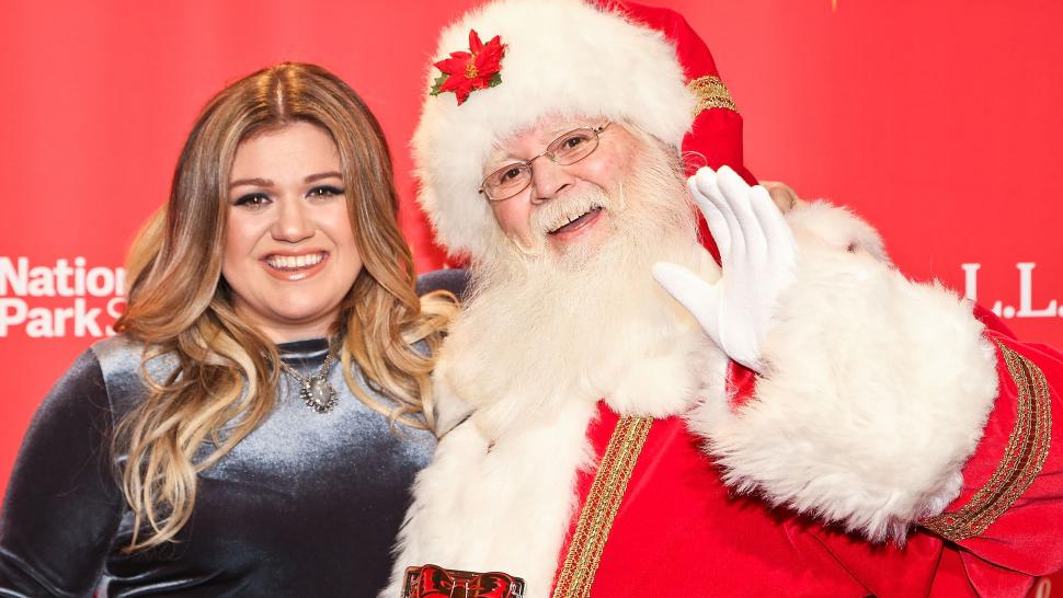 Kelly Clarkson Reveals the Hilarious Gift \'Little Miss Independent ...