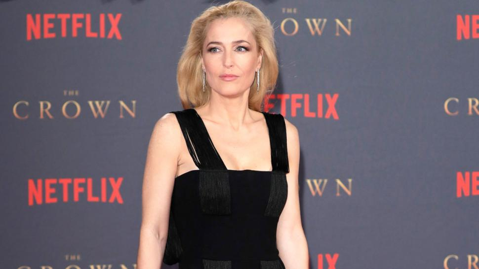 Gillian Anderson Addresses Accent Questions and Alec Baldwin's Tweet (Exclusive).jpg