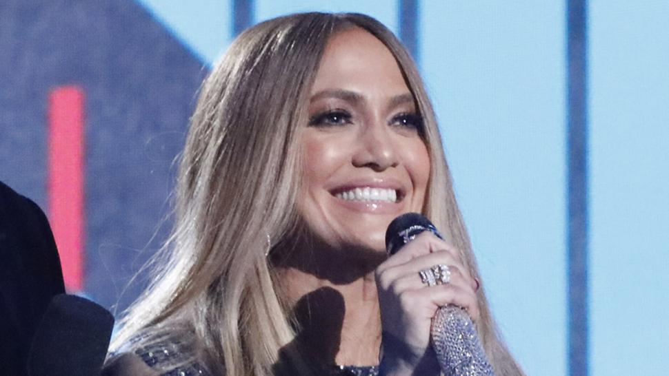 Jennifer Lopez sings