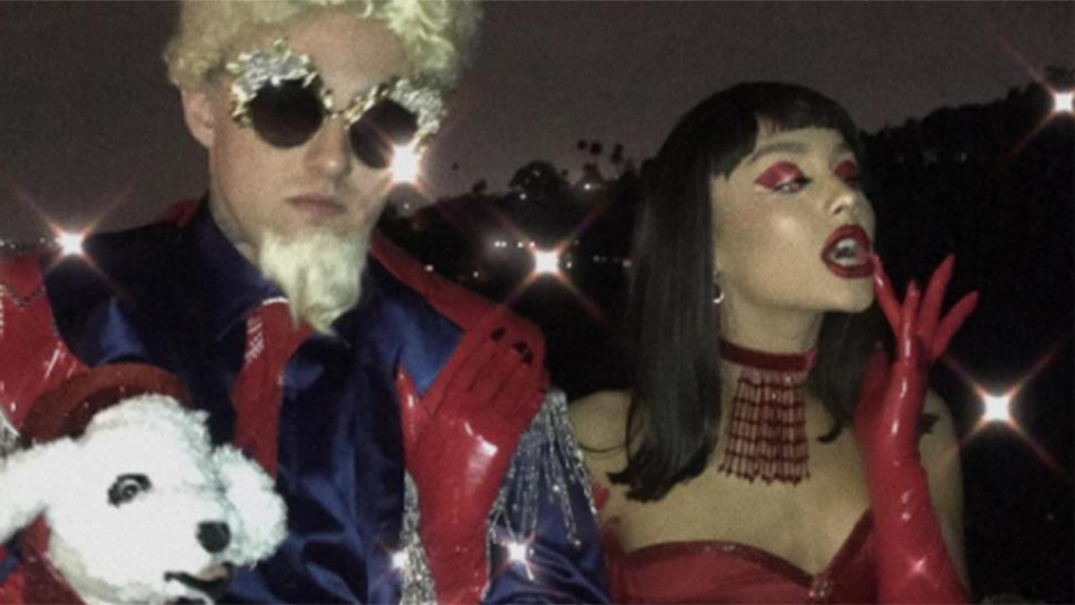 ariana grande and mac miller destroy the halloween game