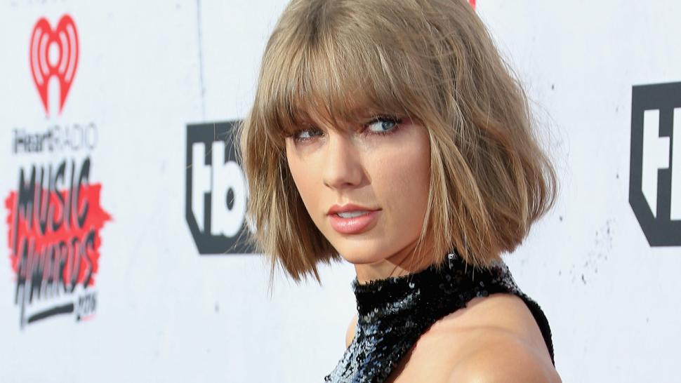 Taylor Swift announces new music