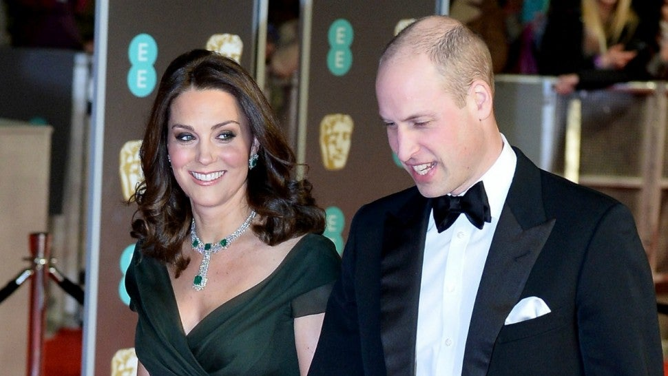 Baftas: Duchess of Cambridge avoids Time's Up with green dress
