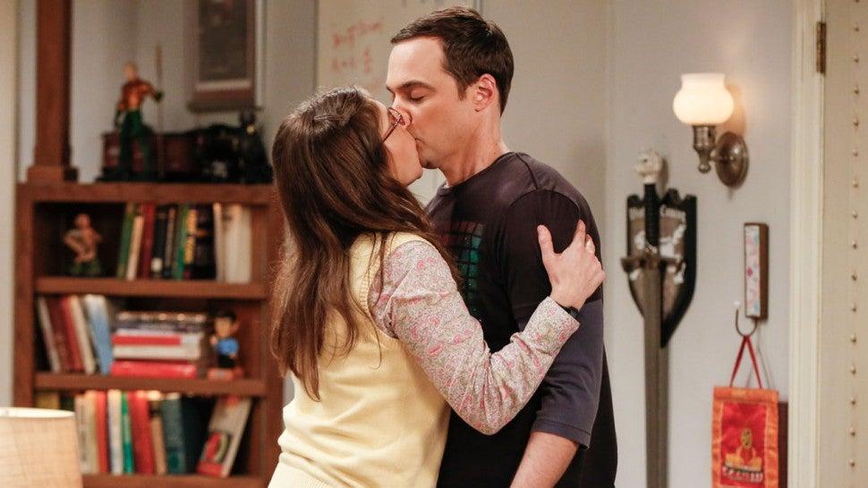 Mayim Bialik And Jim Parsons Kiss