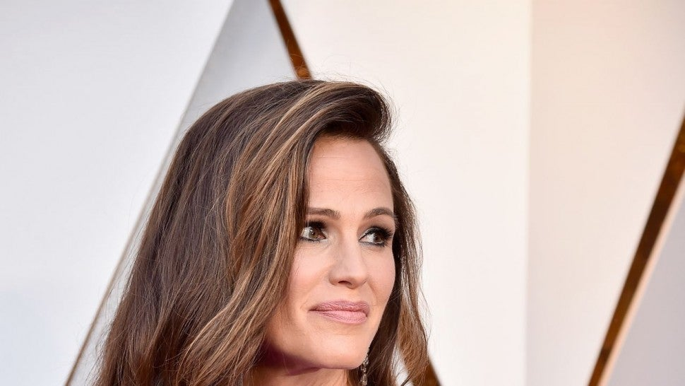 Jennifer Garner embraces being an Oscar meme