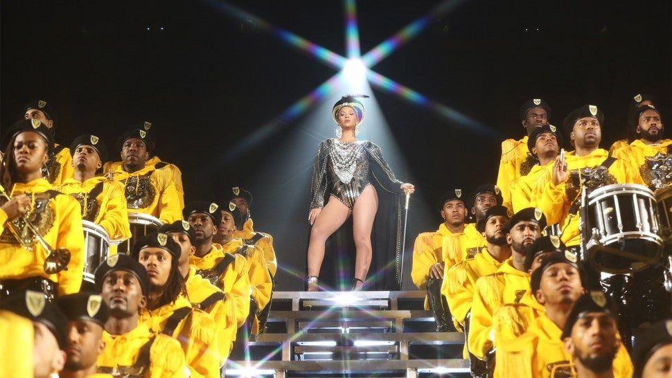 Beyoncé announces $100000 in scholarships to black colleges