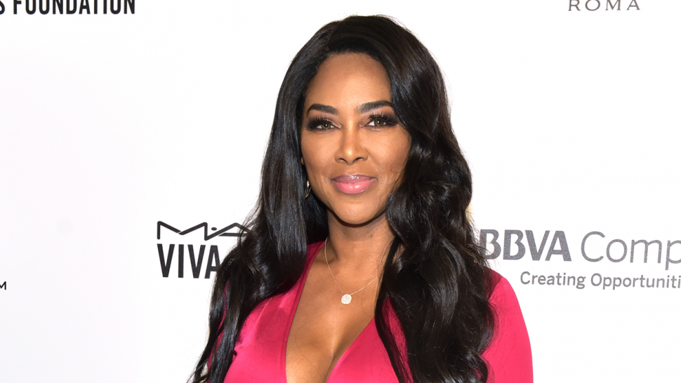 pregnant kenya moore reveals she weighs 200 pounds with �a