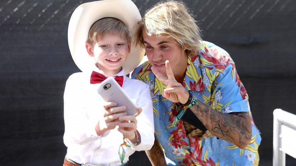 Justin Bieber bersama Yodel boy di Coachella (dok. Entertainment Tonight)