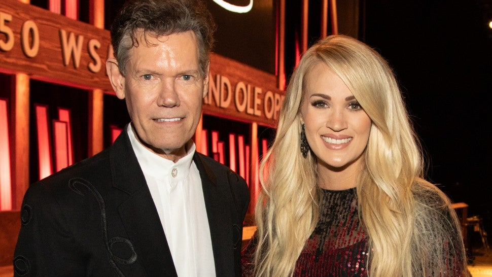 carrie_underwood_randy_travis_5-11_carrie_randy_7895_hollo.jpg