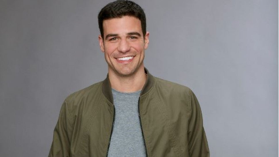 'Bachelorette' Contestant Garrett Apologizes for Liking Hateful Memes