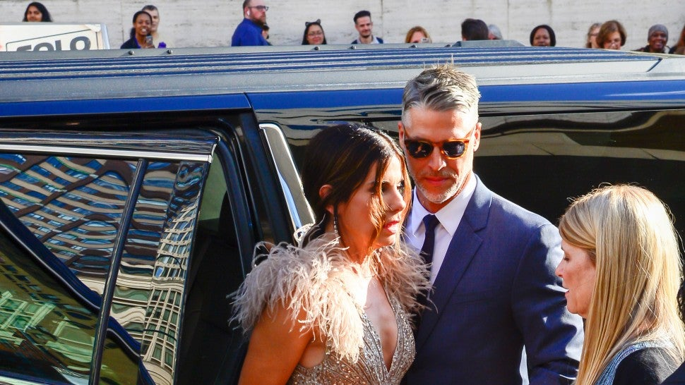 Who is sandra bullock dating 2018