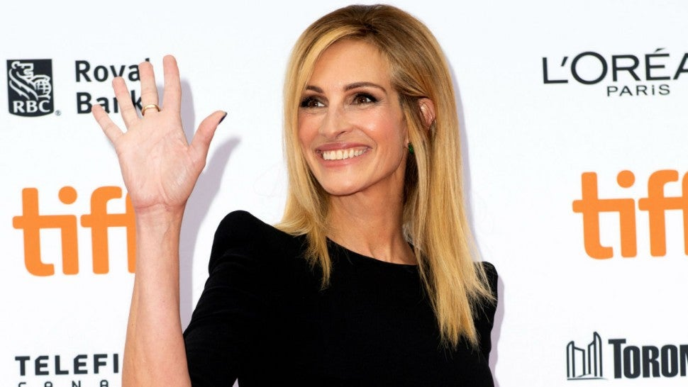 Julia Roberts Shoots Down A Negative Commenter Who Insults Her Ugly