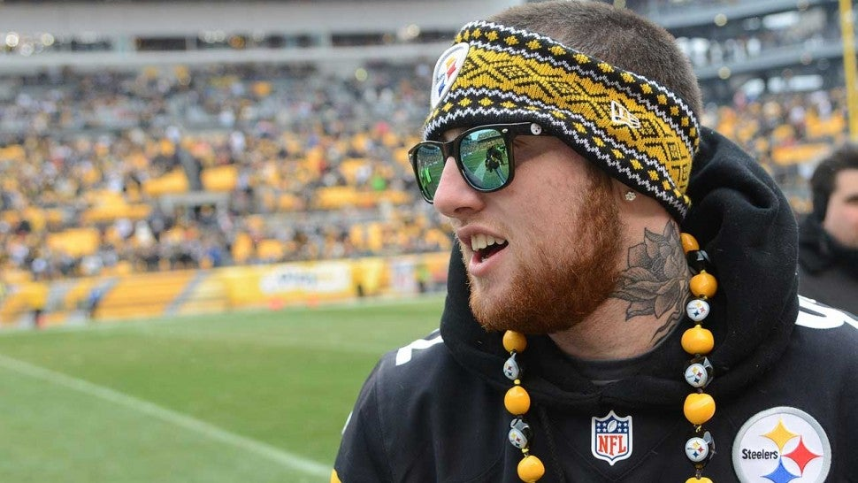 detailed look fae9b 75ce8 Pittsburgh Steelers Honor Hometown Fan Mac Miller During ...