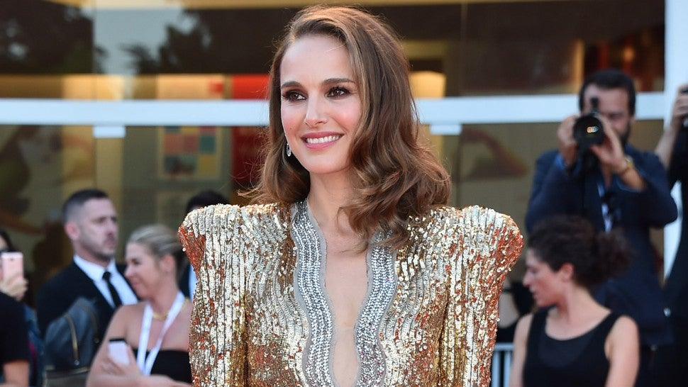 590ba5c2922 Natalie Portman Steals All the Attention in Glittery Gold Dress at ...