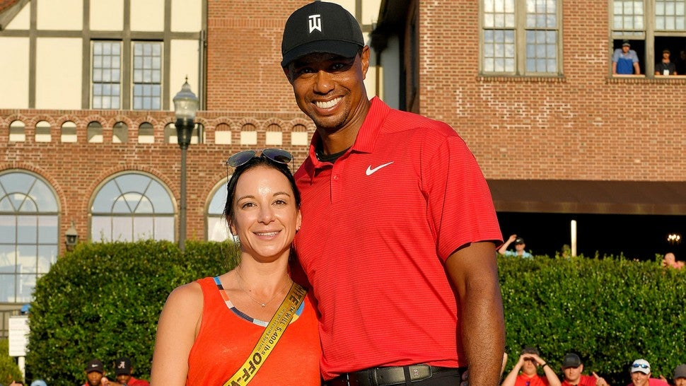 tiger woods gets big kiss from girlfriend erica herman