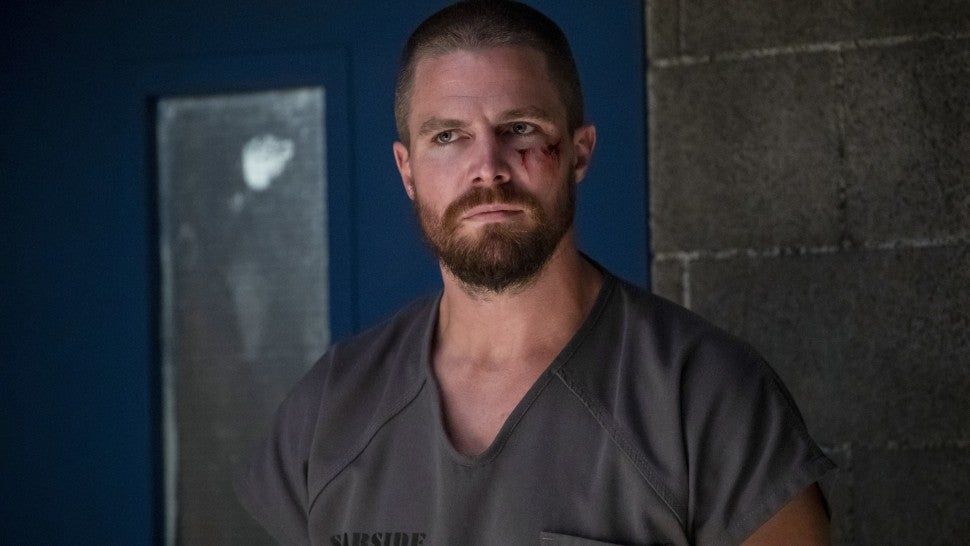 stephen amell arrow 701