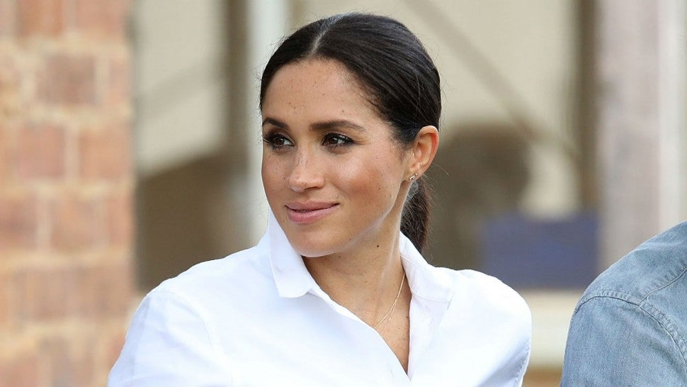 Meghan tries her hand at Aussie Rules football