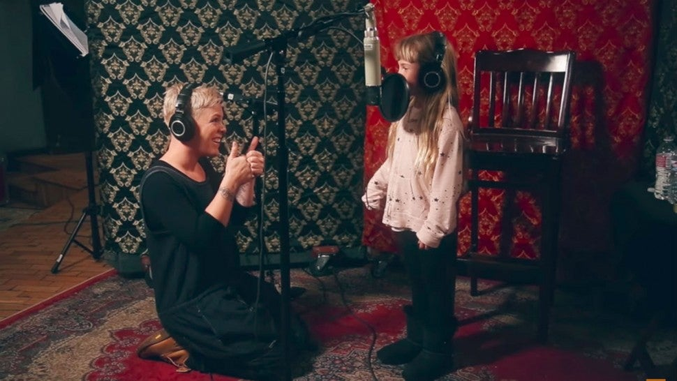 Pink and daughter Willow sing together for The Greatest Showman