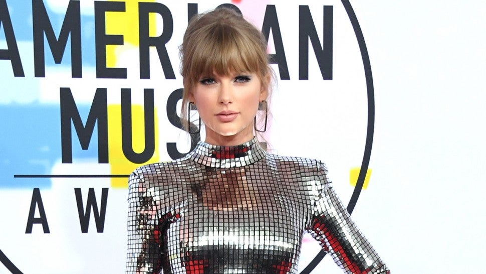 Taylor Swift performs, Cardi B wins at American Music Awards