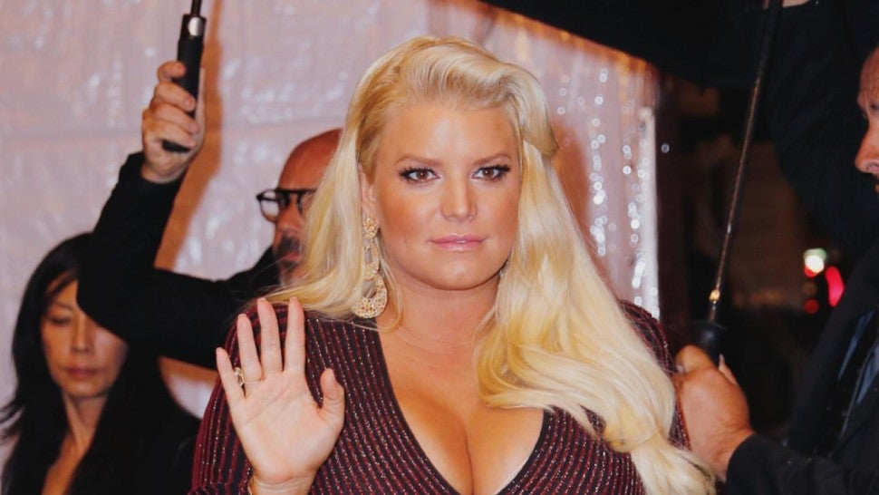 Jessica Simpson just put a spin on the #10yearchallenge - using her feet!