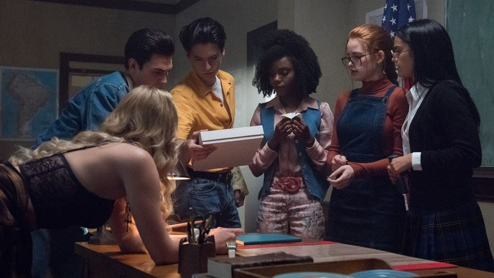 Riverdale Heads Back In Time For A Breakfast Club Themed Murder Mystery Entertainment Tonight