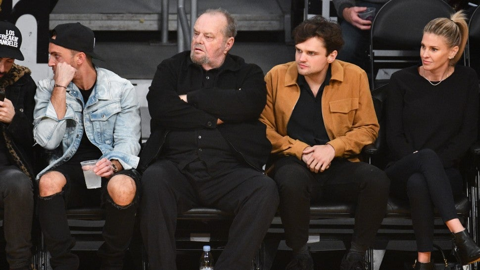 Jack Nicholson And Son Ray Sit Courtside To Cheer On La Lakers Entertainment Tonight Nicholson's kids are hard to count but of all of them have a resemblance to nicholson, ray's just happens to be uncanny. jack nicholson and son ray sit