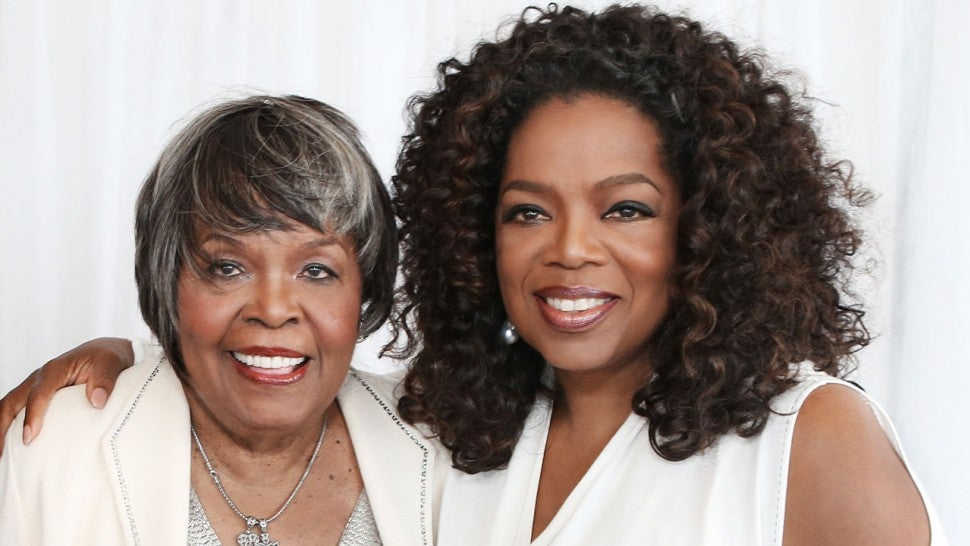 Oprah Winfrey thanks fans after mother's death on Thanksgiving