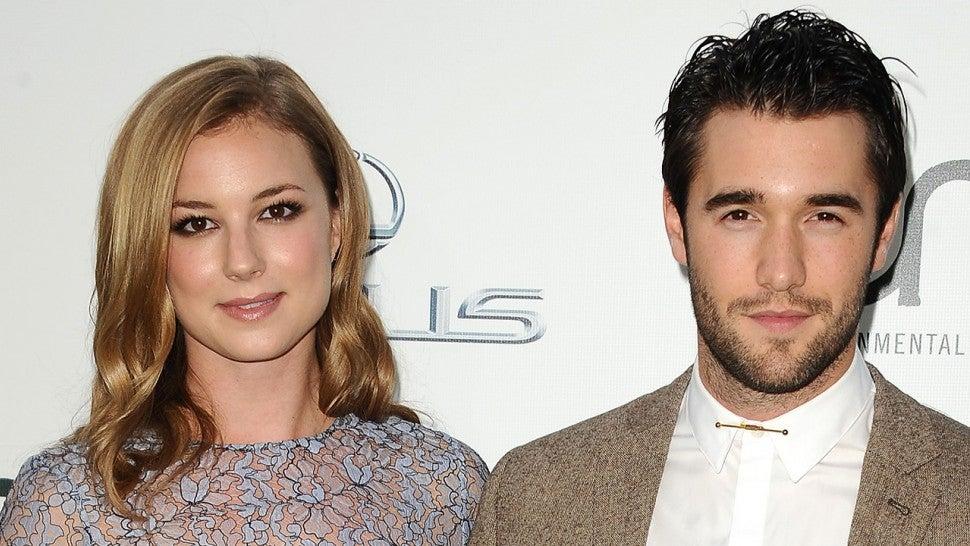 Revenge co-stars Emily VanCamp and Josh Bowman just got married