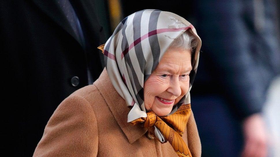 Queen Elizabeth Ii Takes Public Train To Sandringham For