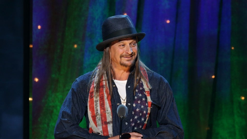 Kid Rock pays off layaway for 350 customers at Nashville Walmart