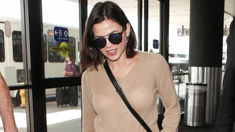 5 Comfy, Chic Airport Outfit Formulas Celebrities Swear By