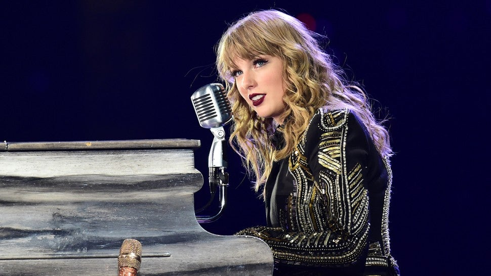 taylor swift confirms her  u0026 39 cats u0026 39  movie role with sweet