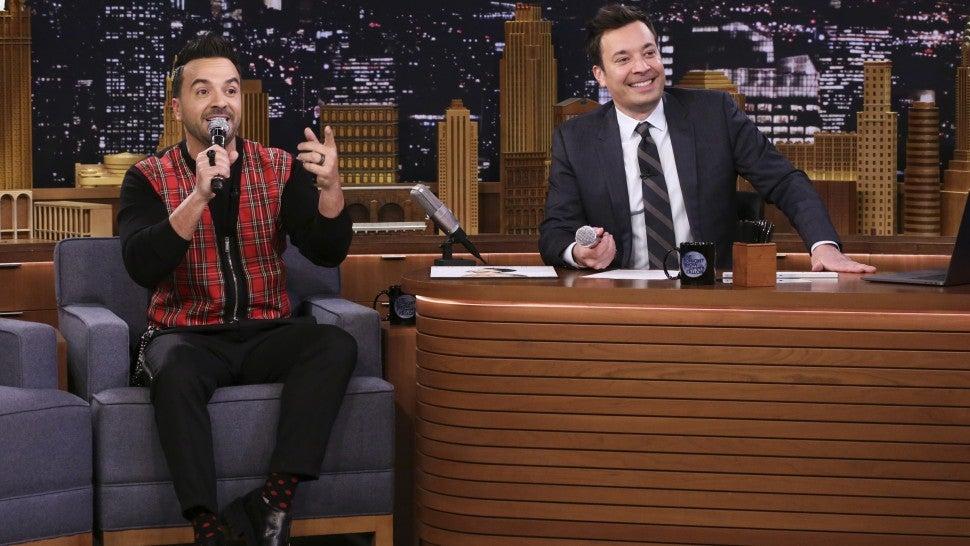"""Luis Fonsi en The Tonight Show cantando """"Despacito"""""""