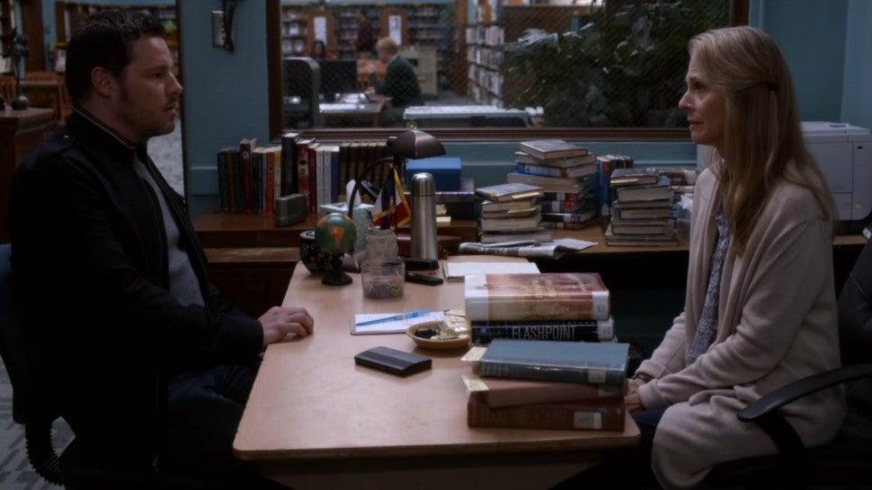 Greys Anatomy Lindsay Wagner To Return As Alexs Mother In Season