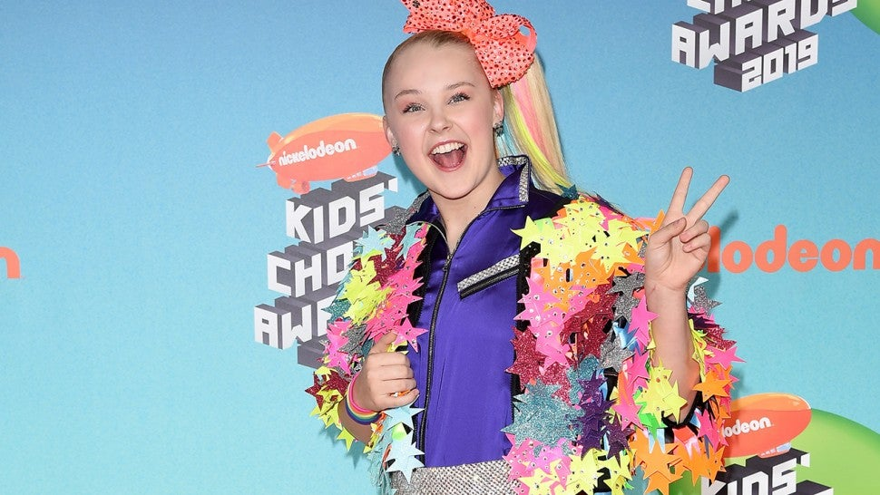 JoJo Siwa's makeup line recalled due to asbestos