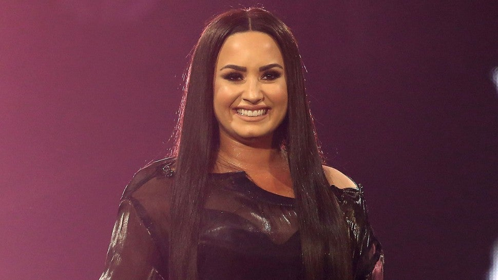 Demi Lovato Jumps on the Short Hair Train -- See Her New Bob!