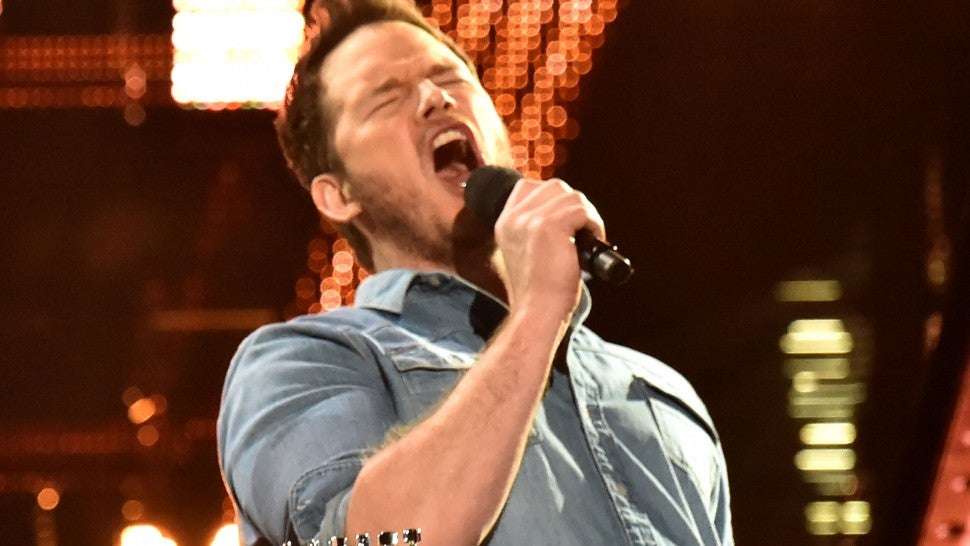 Chris Pratt sings in iheartradio awards 2019