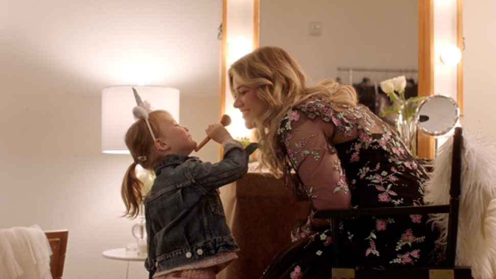 Kelly Clarkson's Daughter River Rose Stars in Her Mom's Music Video for 'Broken & Beautiful'