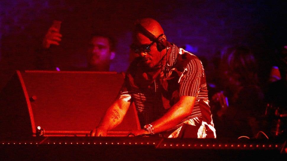Idris Elba Makes His Coachella Debut -- and His DJ Set Has Fans Shook